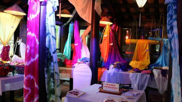 8. Làng nghề dệt lụa tơ tằm Nha Xá