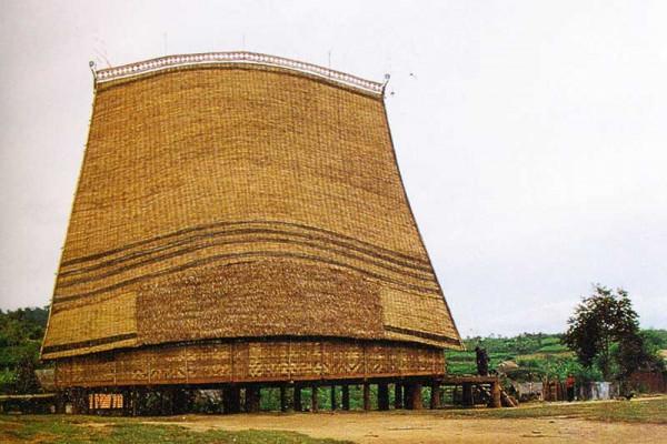 8. Nhà rông Kon Klor (Kon Tum)