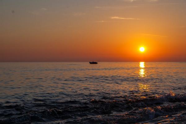 Bình minh và hoàng hôn trên biển.
