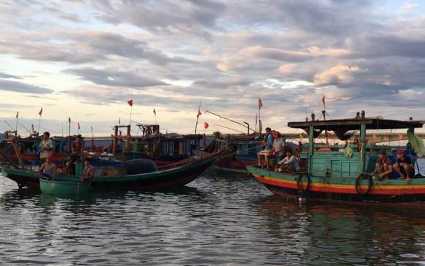 Làng cá Cửa Nhượng