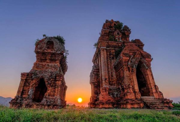 Tháp đôi Bình Định cổ xửa