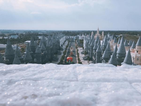 Vé máy bay đi Hồ Chí Minh check in Disneyland Hollywood