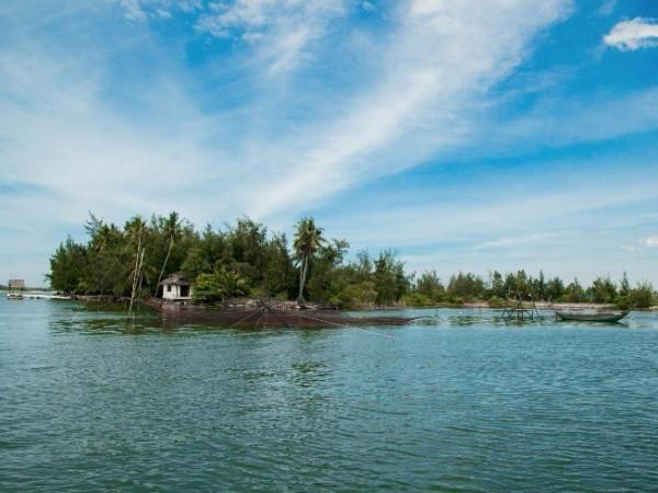 Đến Cù Lao Chàm khám phá biển xanh và rặng dừa mát