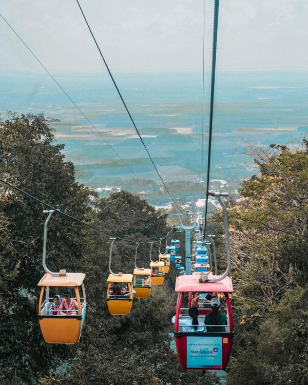 Cáp treo lên núi Bà Tây Ninh
