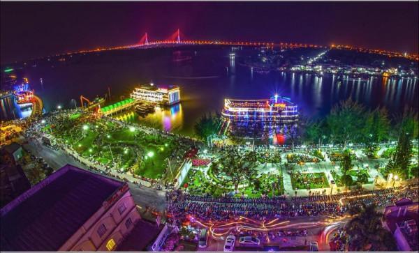 Một góc bến Ninh Kiều về đêm