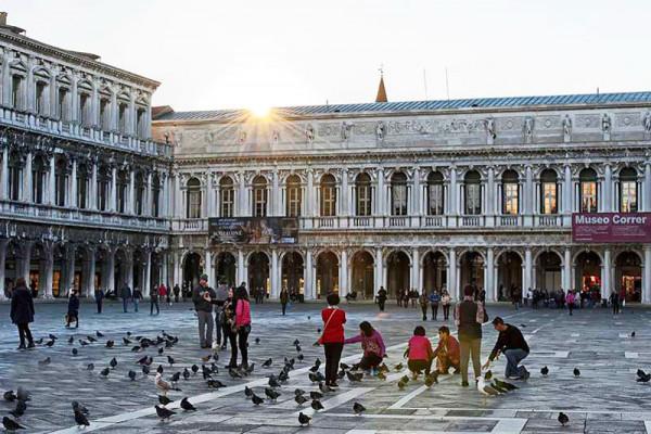 Quảng trường Piazza San Marco