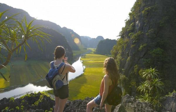 Trải nghiệm thực tế Sông Ngô Đồng cùng vé máy bay giá rẻ