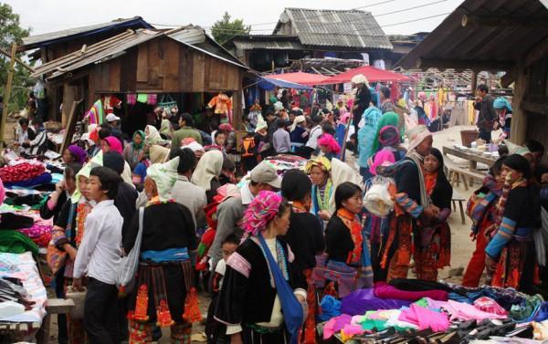 Chợ phiên Tả Sìn Thàng1
