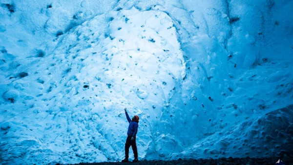Hang động băng ở Skaftafell1