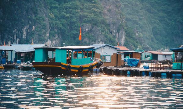 Vé máy bay khám phá những ngôi làng đẹp nhất Việt Nam