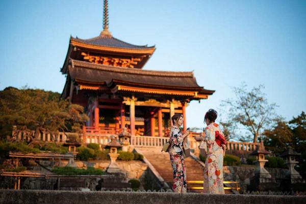 Viếng thăm đền chùa