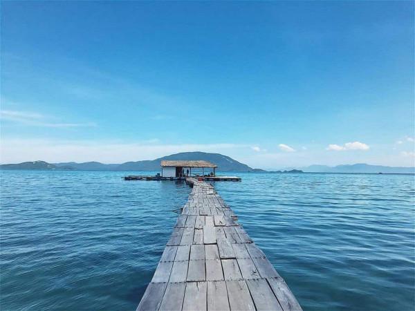 Khám phá con đường giữa biển siêu lung linh ở Điệp Sơn