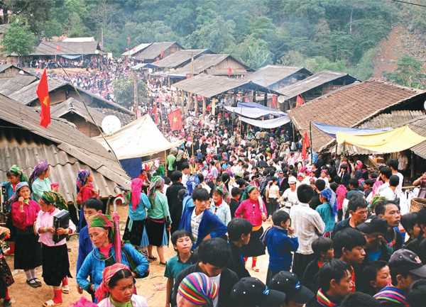 Chợ tình Khau Vai1