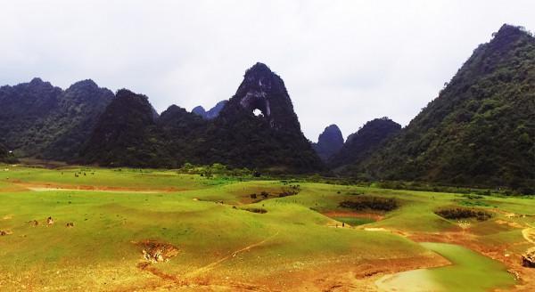 Thung lũng Núi Thủng Nà Ma