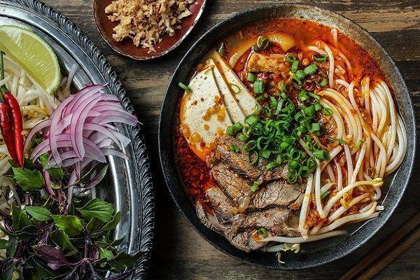Những món đặc sản làm nên tinh hoa ẩm thực xứ Huế