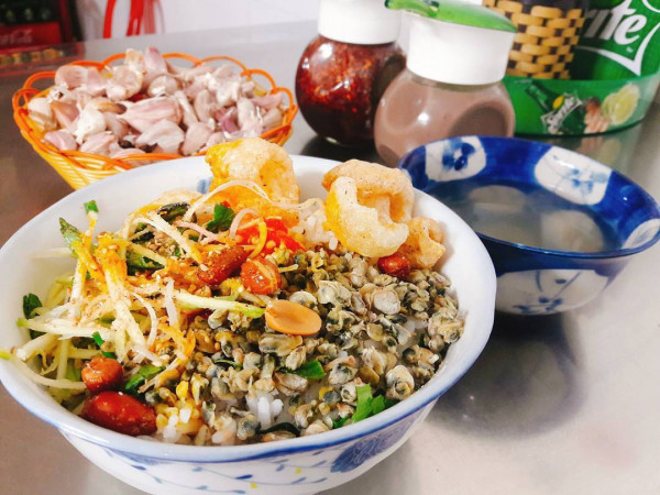 Cơm hến và những món ăn từ hến