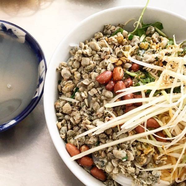 Cơm hến và những món ăn từ hến1