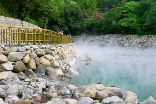 Suối nước nóng Sơn Kim1
