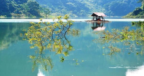 Săn vé máy bay giới thiệu đến bạn quần thể hồ Thang Hen