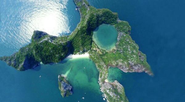 Đảo Mắt Rồng (hay Đảo Bái Đông)