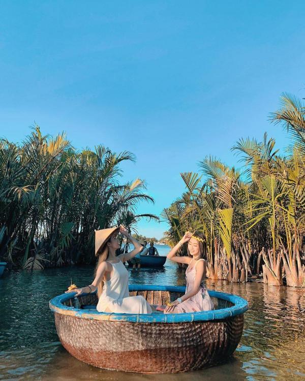 Trải nghiệm thú vị tại Rừng dừa Bảy Mẫu