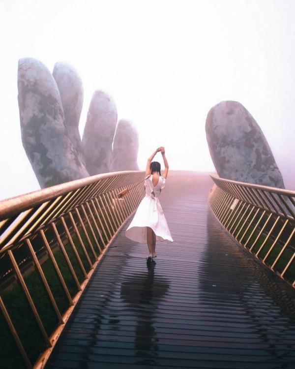 16-diem-song-ao-tuyet-voi-tren-khu-du-lich-ba-na-hills-amazingthingsinvietnam.-2-819x1024