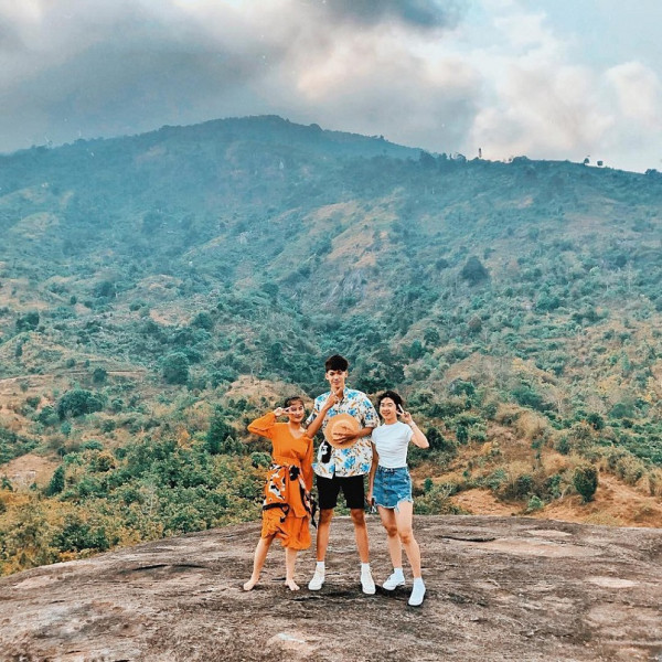 Ảnh-chụp-trên-núi-Đá-Voi-Yang-Tao1